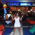 ARK Bar... muy famoso por sus fiestas en la playa los miercoles y viernes con  Live Dj