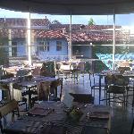 l'edificio dell'osteria visto dal lounge bar dell'hotel