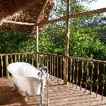Outside bath in the honeymoon suite at Malewa river Lodge
