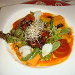 Ensalada de Bacalao, Geleé de Tomate con Vinagreta de Piquillos y Olivas Negras