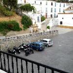 Los Arcos parking