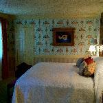 suite's bedroom