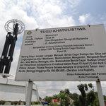 Equator Monument (Tugu Khatulistiwa)