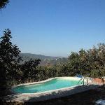 La piscina con vista sulla valle