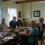 Salle à manger à la table somptueuse