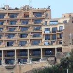Grand Hotel Mgarr 4*: Pool auf der 4. Etage, Freiluft-Buffet auf der 8. Etage !