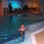 Una de las piscinas del spa