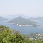 山頂の展望台から(粟島方向)