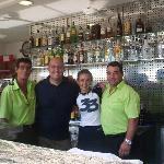 Con los camareros del Bar de la Piscina