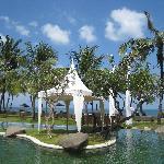 Piscine de l'hotel en front de mer