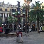 Photo Plaza Real Barcelona (Gaudi´s street lamp)