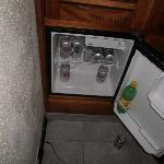 Mi nevera (las cervezas se compran en un kiosco que hay a menos 50 metros del hotel