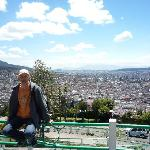 Cerro del Panecillo y Quito al fondo