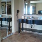 sink area (en suite) - no privacy door though