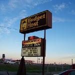 Budget Host Sign