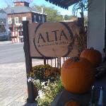 Altra entrance ready for autumn!