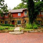 Cedar Rock Inn - Tulsa, OK