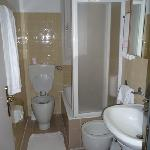 bathroom with everything
