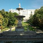fuente en el cvcampo del moro frente al palacio