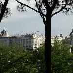 vista del palacio real y la almudena desde parque del oeste