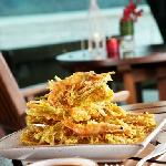 Bua-tod (waterfresh seaweed booked in batter with fresh shrimp)