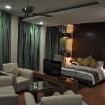 Suit round Room