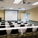 3,000 square feet of flexible meeting space.