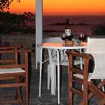Aperitivo fai-da-te con vista tramonto che si vede dalla casa!