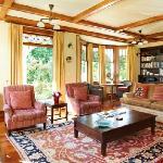 Glen Aros lounge