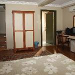 """Deluxe"" Room Image #3"