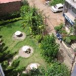 前庭はカフェになってます
