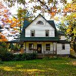 Bellevue Cottage - so gorgeous in fall