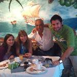 cena con amigos en el hotel