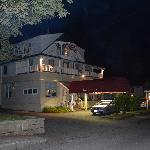 Castlemaine Inn at night