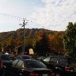Vue sur le Mont Brome du stationnement extérieur