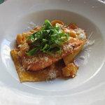 Raviolis con cebollas dulce en salsa de marisco