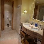 suite his n hers bathroom