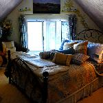 Our romantic room with view on the St-Sauveur village