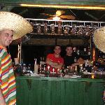 Equipe de serveurs au bar