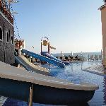 Piratenschiff und Kinderrutschen