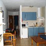 Apartamentos Portinatx vom Balkon aus in die Küche
