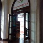 ホテル入口横のツーリストインフォメーション
