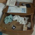 i found a very messy wardrobe after I checked in the first time, take a close look and u will fi
