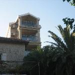 Turm mit Neubau-Zimmern