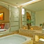 Deluxe Junior Suite - Bathroom