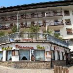vista dell'hotel con il ristorante