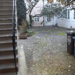 escaleras de entrada a las habitaciones