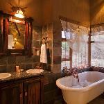 Jamila Game Lodge Luxury Bungalow Bathroom