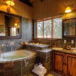 Jamila Game Lodge Family Bungalow bathroom
