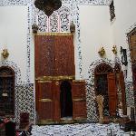 Salón y puerta de la habitación